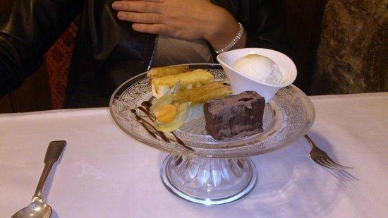 Parador Hostal Dos Reis Catolicos Restaurant: El variado de postres es espectacular