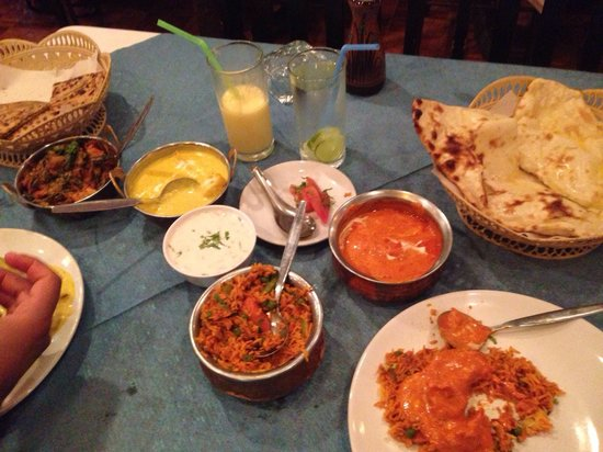 Taj Palace Indian Restaurant : Butter chicken, mix veggie biryani, naan