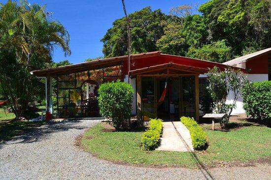 Casa Batsu: Front Porch