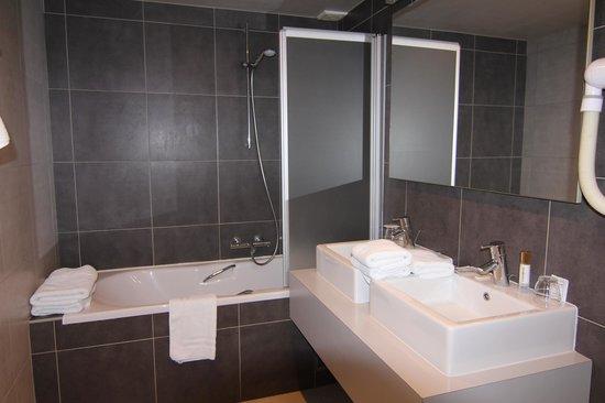 Hotel Boterhuis: санузел