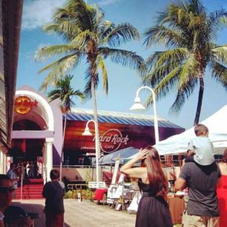 Hard Rock Cafe: view from the outside