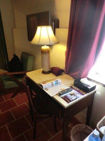 Yeng Keng Hotel: Working desk