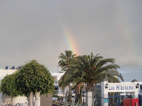Ereza Apartamentos Los Hibiscos: Rainbow over Los Hibicos