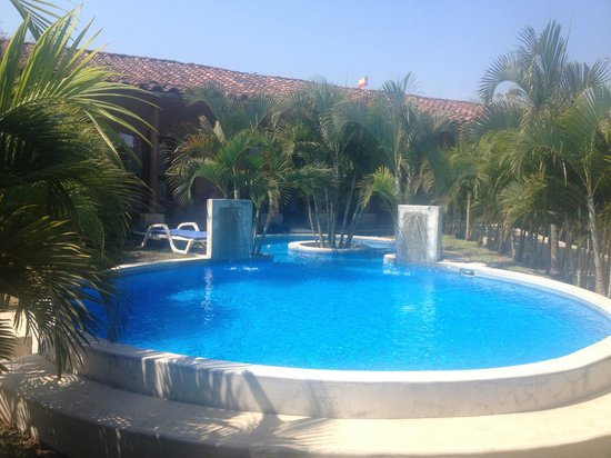 Casa Lajagua: pool with rooms in the background