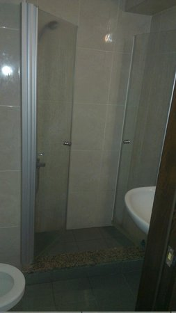 Santa Pera Hotel : Bathroom