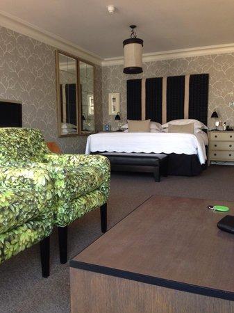 The Soho Hotel: Lush bedroom