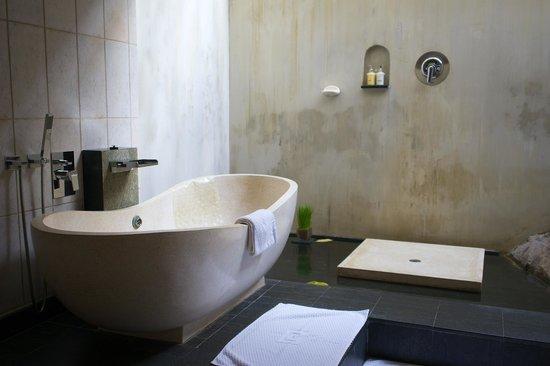 Saman Villas: Badezimmer mit offener Dusche