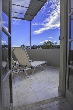 Elounda Garden Suites: Terrace