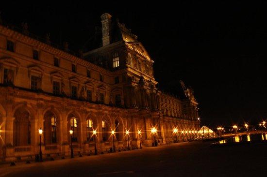 Fat Tire Tours Paris: Louvre at night
