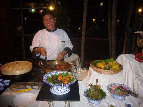 Burasari Resort: Gå ikke glipp av buffeten onsdag kveld! Stekte bananer og mye annet godt.