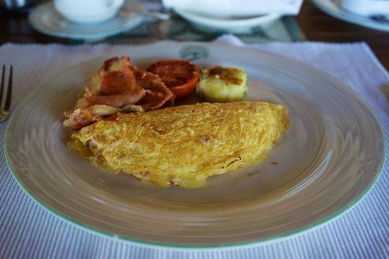 Saman Villas: Sehr schmackhaftes Omelett mit Speck