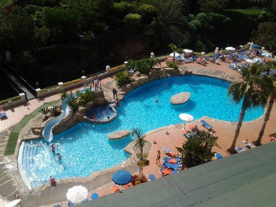 diverhotel Tenerife Spa & Garden: Vistas desde la habitación de la zona de piscina