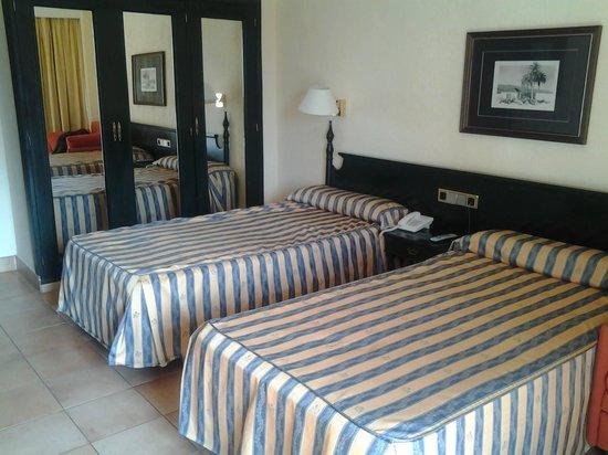 diverhotel Tenerife Spa & Garden: Habitación