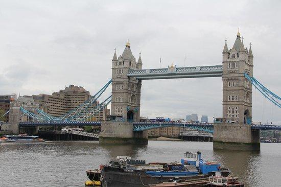 Fat Tire Bike Tours - London: Tower Bridge
