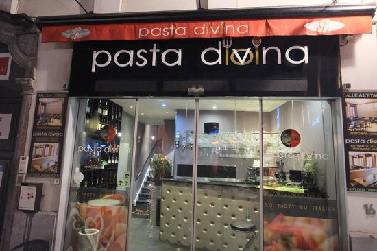 Pasta Divina: Front of restaurant