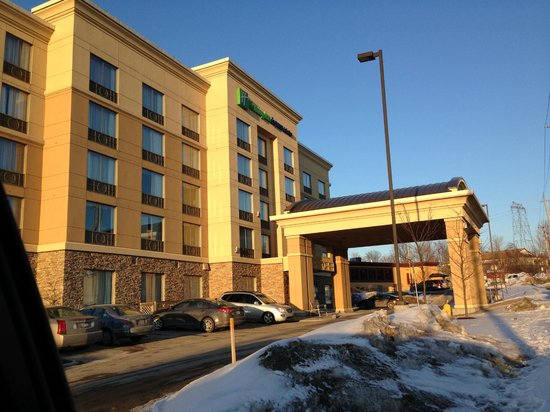 Holiday Inn Express Hotel & Suites Kingston: View of the front