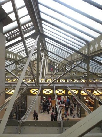 Musée d'Orsay: Girders from old train station