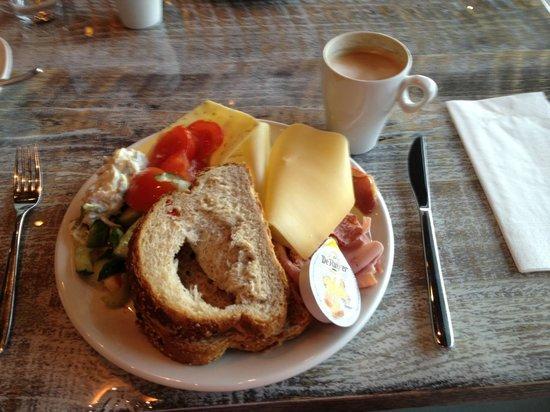 Room Mate Aitana: Continental selection at breakfast