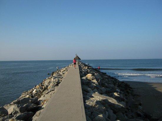 Paradise Village Beach Resort & Spa : The beach promenade