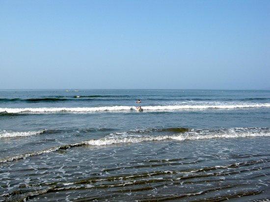Paradise Village Beach Resort & Spa : Rolling waves at Paradise Village