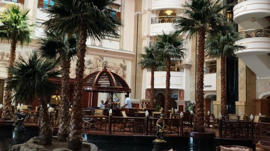 SENTIDO Palm Royale: Entrium