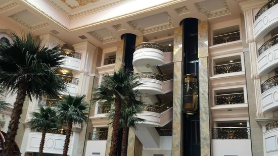 SENTIDO Palm Royale: Lifts in Entrium