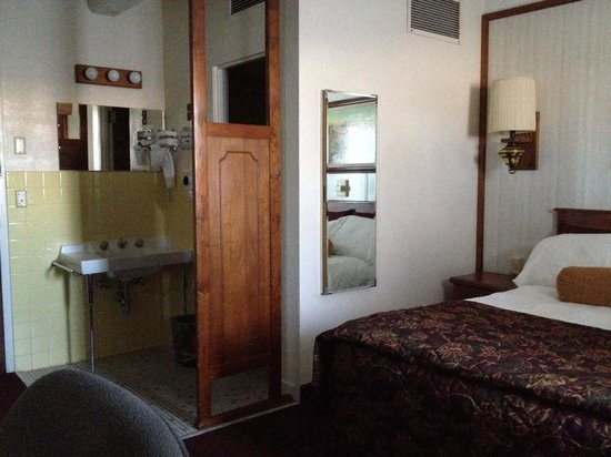 O'Haire Motor Inn: Small but comfortable and clean