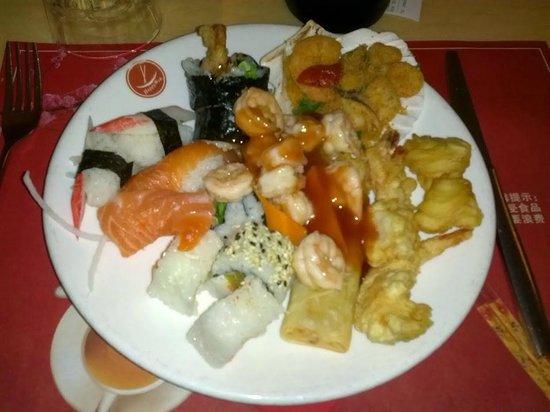Happy Wok : Gran buffet di sushi e cibo cinese