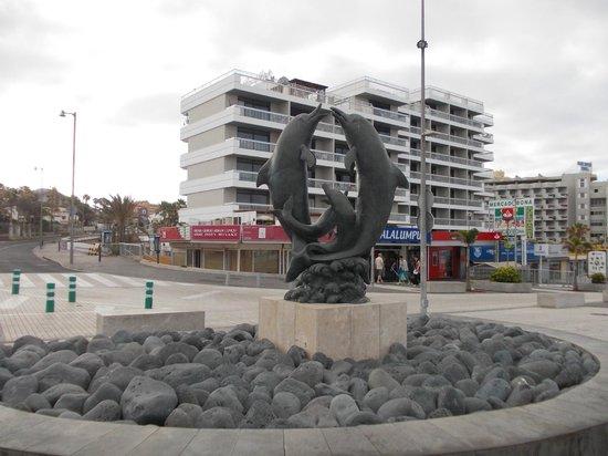 Palm Beach Tenerife: Widok hotelu z promenady