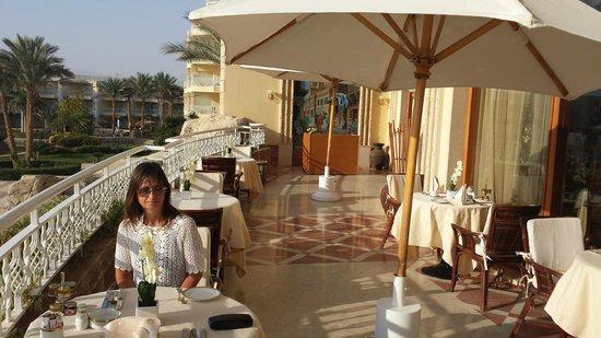 SENTIDO Palm Royale: Breakfast on