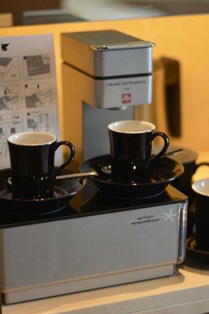 JW Marriott Marquis Hotel Dubai: Espresso machine in the room was a plus