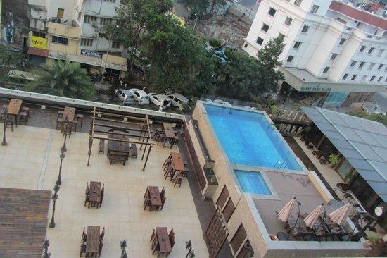 Ramada Chennai Egmore: Aussicht vom Zimmer auf den Pool