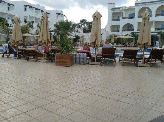 Hotel Royal Nozha: Cloudy day