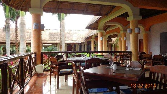 Grand Palladium Colonial Resort & Spa : Uno d elos buffetes