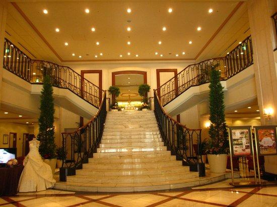 Hotel Nikko Princess Kyoto : 豪華なロビー