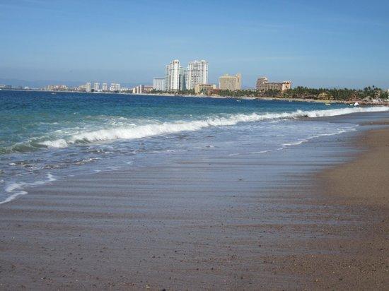 Canto Del Sol Plaza Vallarta: View to right of resort