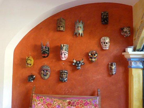 La Casa de Mis Recuerdos B&B : Mask wall