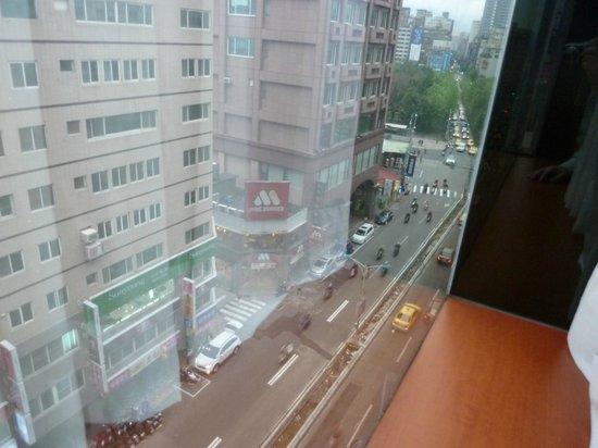 Orange Hotel-Linsen, Taipei: 窓から外 天気はいまいち