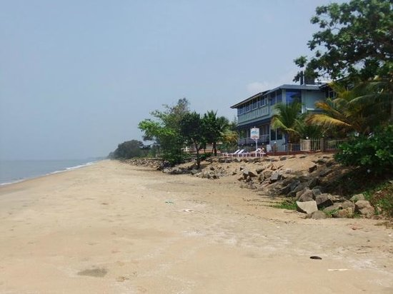 Sea Line Beach Resort, Cherai : view from beach of hotel