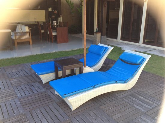 Bali Rich Luxury Villa : Day beds and decking
