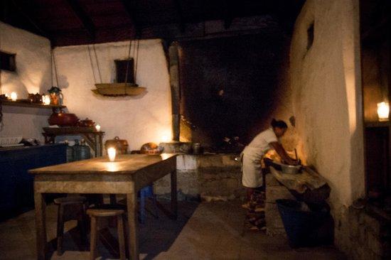 Hacienda San Lucas : making tortillas