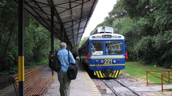 PeruRail - Vistadome: Vistadome: Urubamba Tambe del Inka Train Station