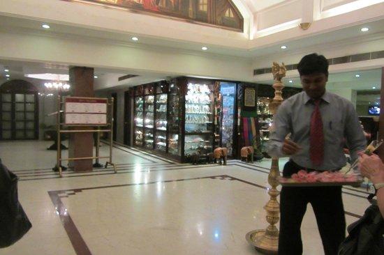 Anandha Inn Convention Centre & Suites : Lobby u. Boutique