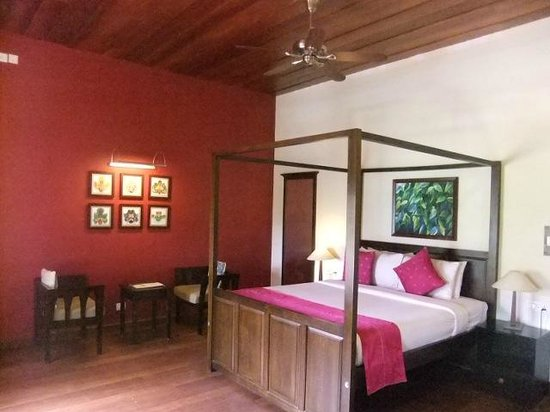 Tea Bungalow: bedroom (called galle, on 1st floor)