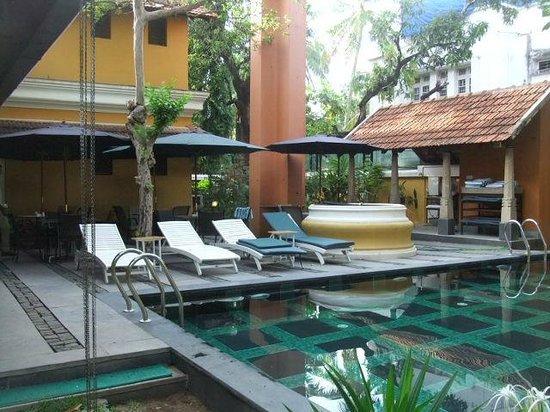Tea Bungalow: pool area