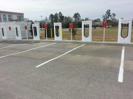 Clark's Inn: Tesla charging area