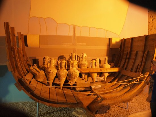 Ancient Shipwreck Museum: Replica of a mid section of the wreck