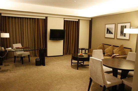Shangri-La's Far Eastern Plaza Hotel Tainan: Executive Suite's spacious living room