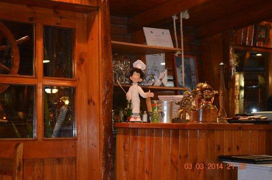 Los Colonos: interior del restauran
