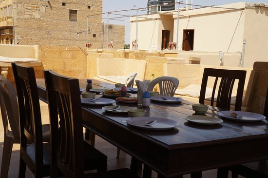 Hotel Nirmal Haveli: waiting for the food in the rooftop